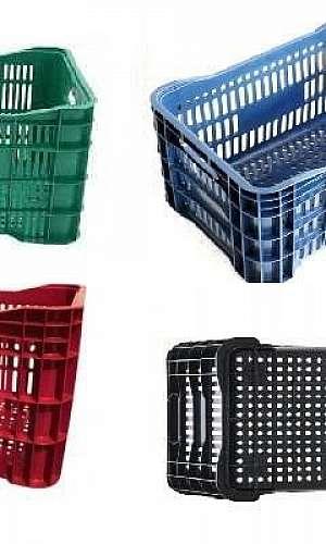 Caixas plásticas coloridas