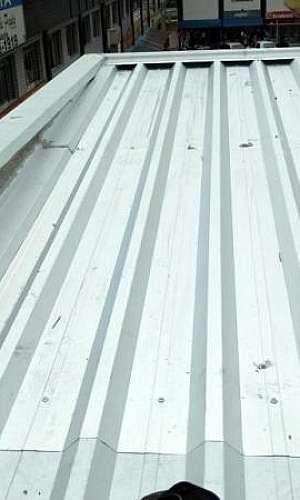 Fechamento com telha galvanizada