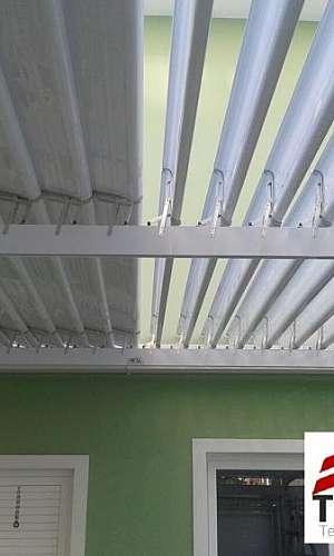 Telhado abre e fecha policarbonato